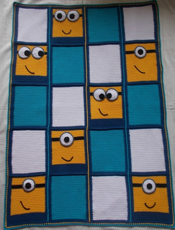 [Free Pattern] Everyone Likes This Minions Blanket Knit