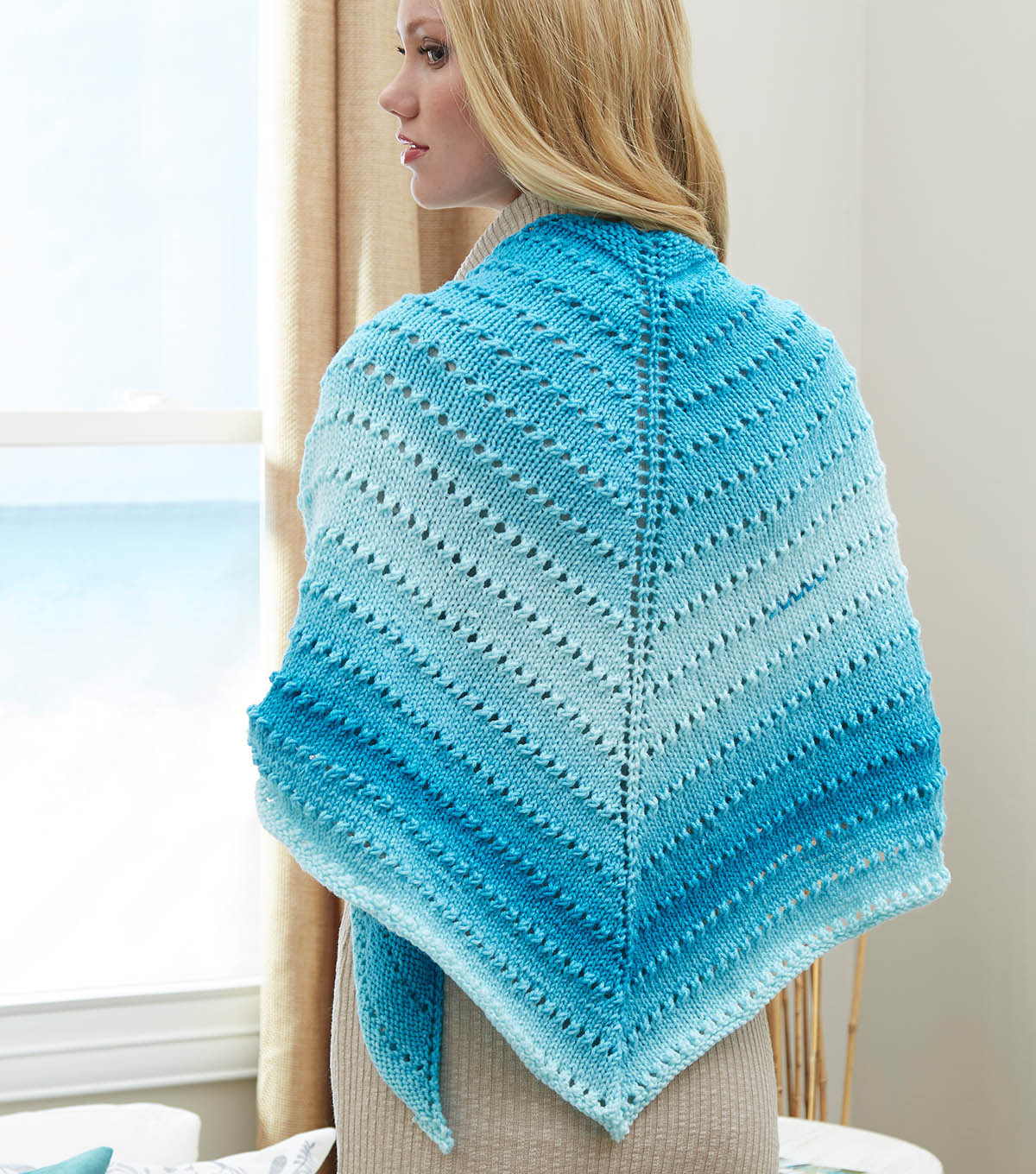 How To Knit A Simple Lace Triangle Shawl ⋆ Knitting Bee
