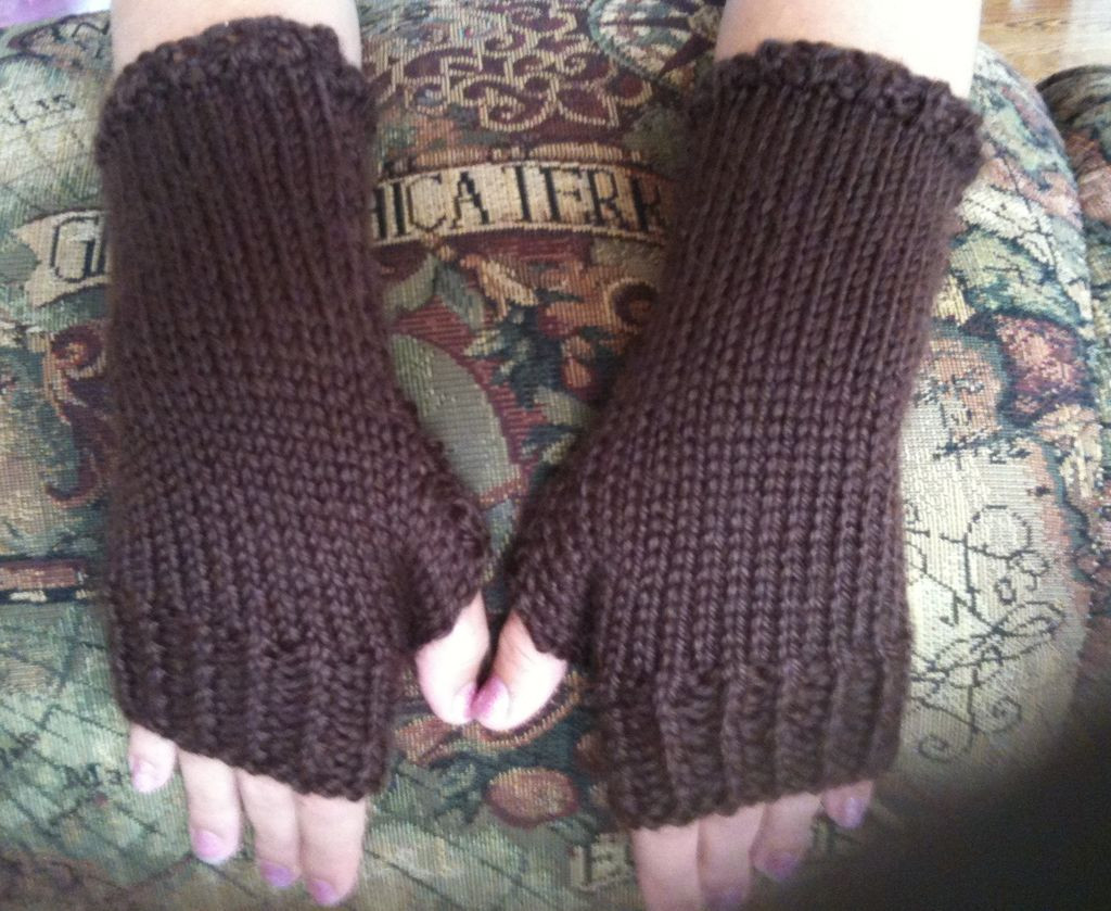 How to knit close fitting fingerless gloves