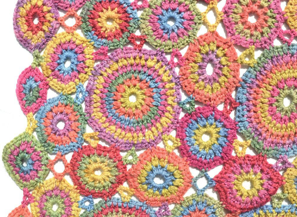 Kissing Circles Crochet Blanket