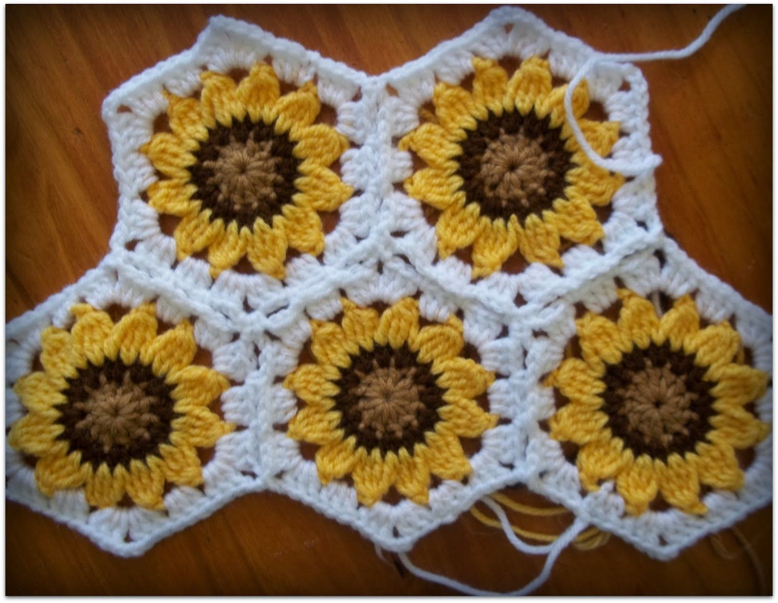 Fresh Sunflower Hexagons Can T Wait until This Creative Lady Sunflower Afghan Of Delightful 32 Pics Sunflower Afghan