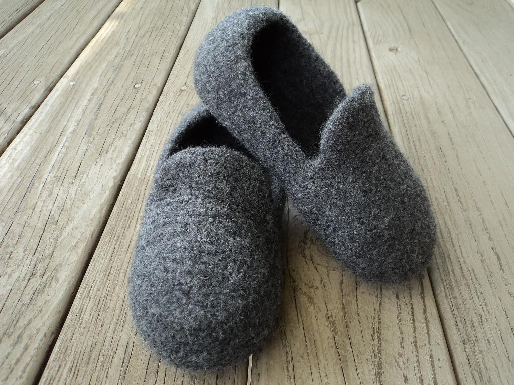 Fresh Warm Your toes with 6 Knitted Wooly Slipper Patterns Mens Knitted Slippers Of Incredible 44 Pictures Mens Knitted Slippers
