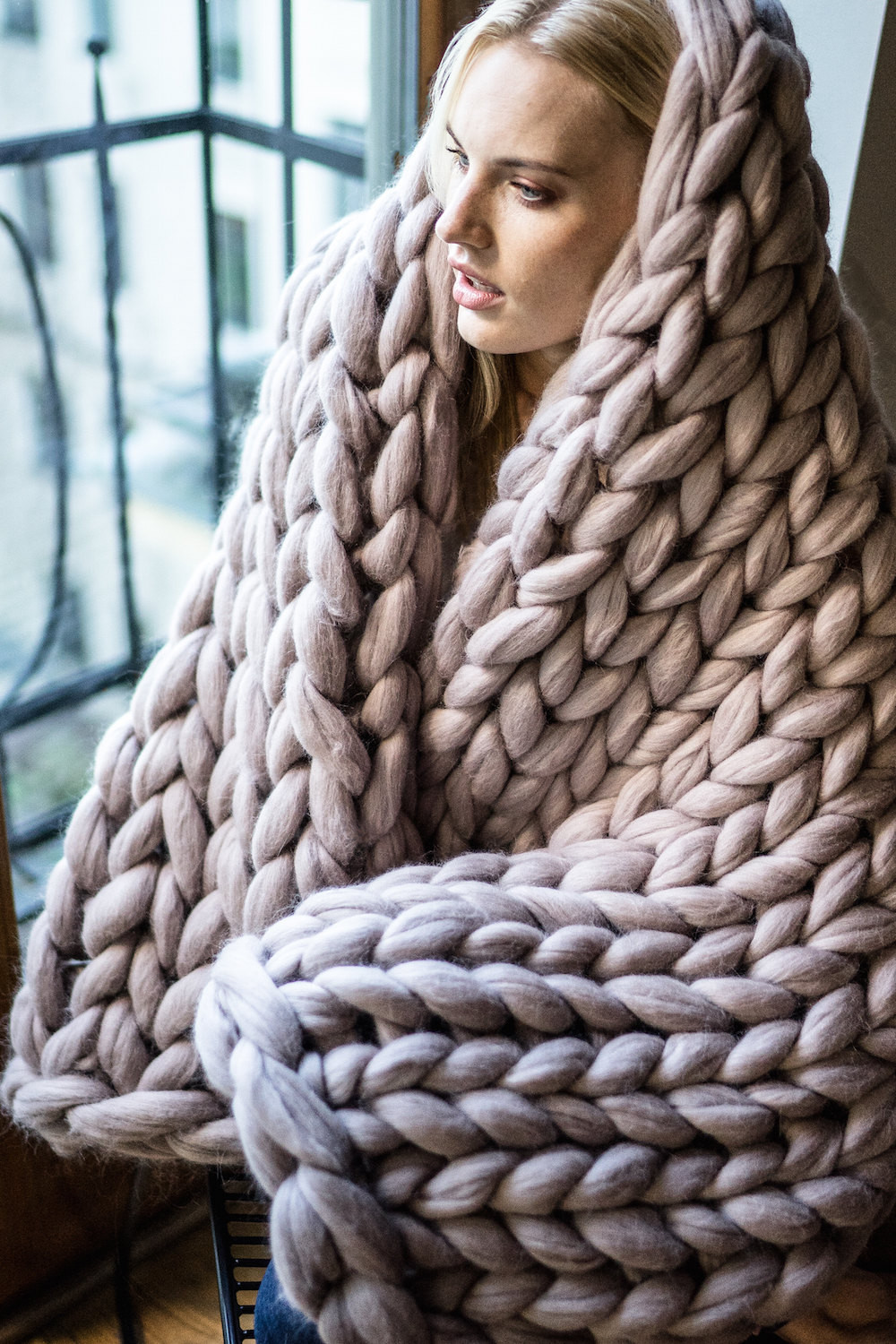 Chunky knit blanket giant yarn throw wrap arm knit from