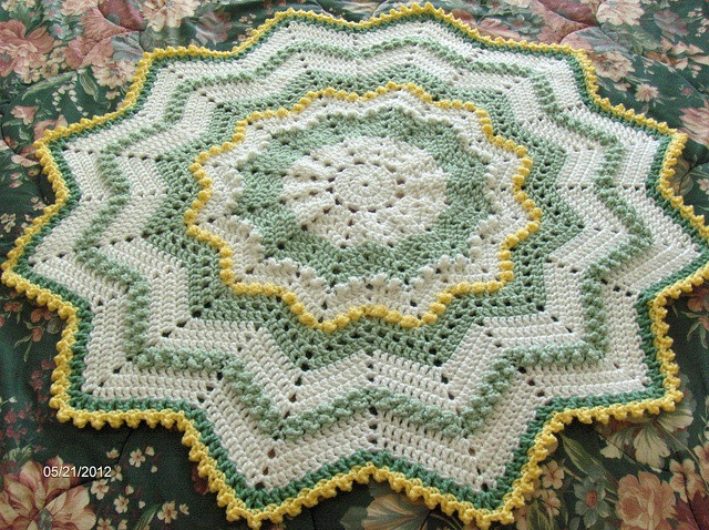 17 Best images about Crochet Baby Blankets in the Round on