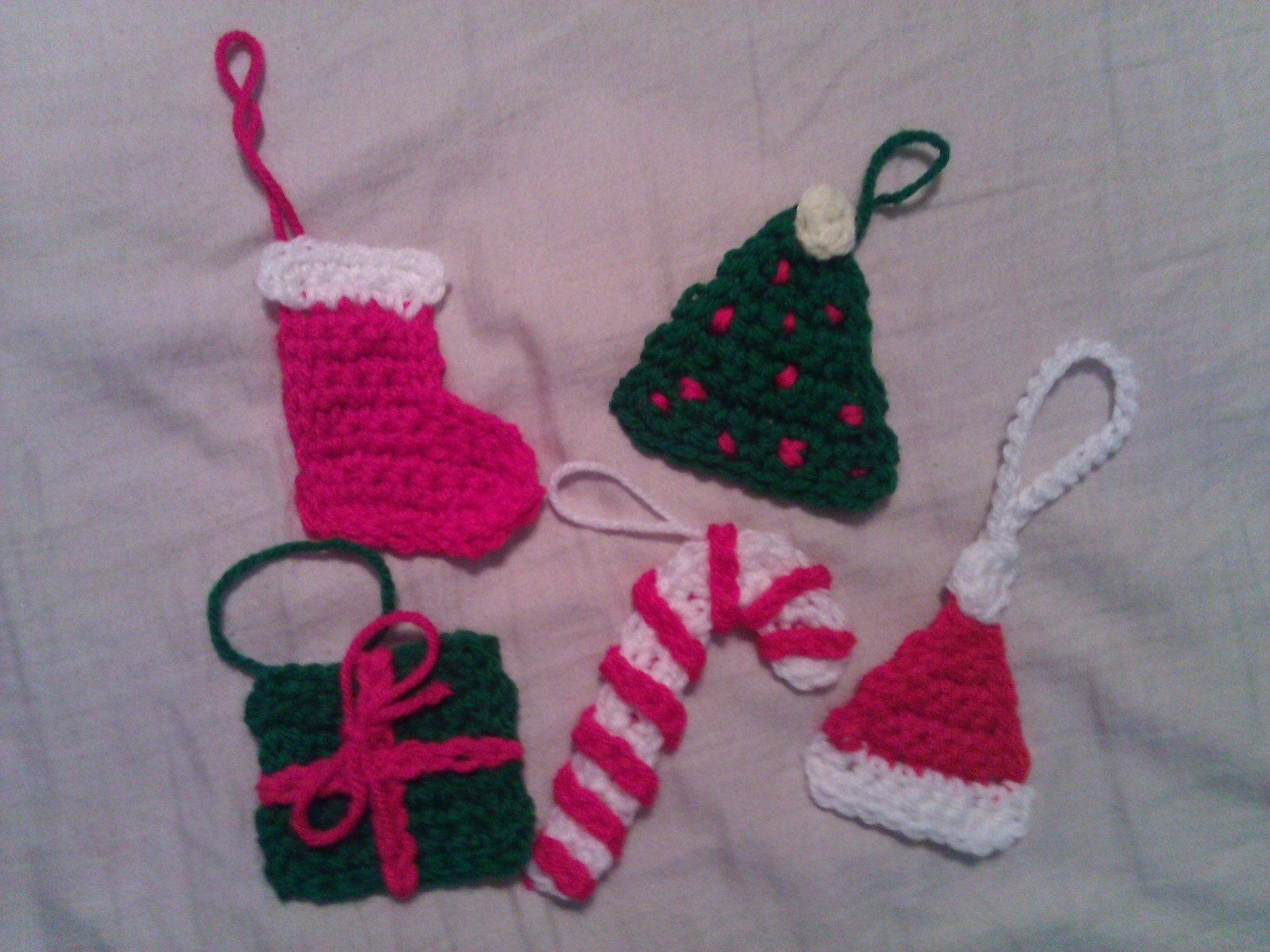 Crochet Christmas Present Ornament Pattern cRAfterchick