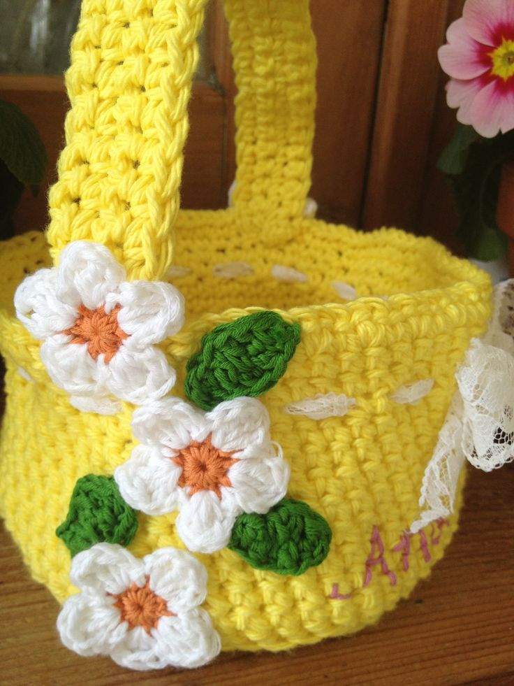 Easter Basket free crochet pattern at Re made by Sam
