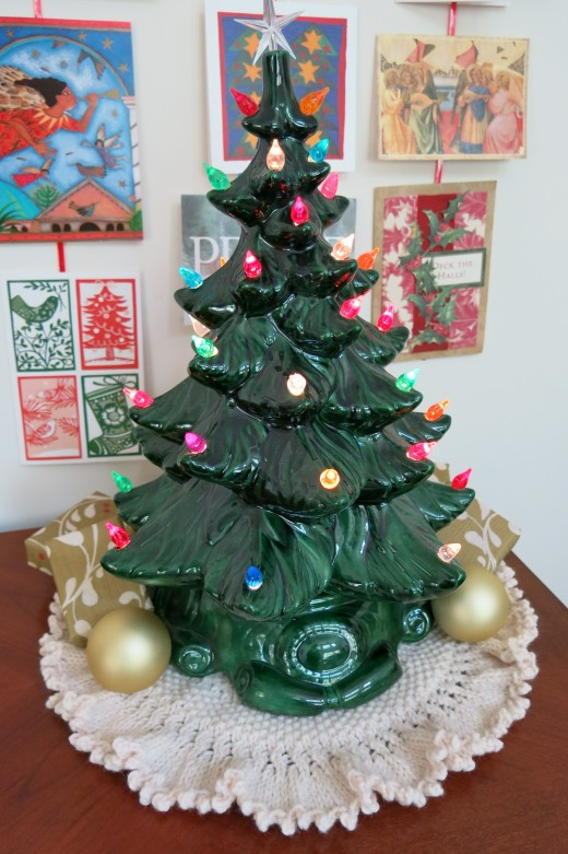 Free Knitting Pattern Knitted Tree Skirt for Small Table