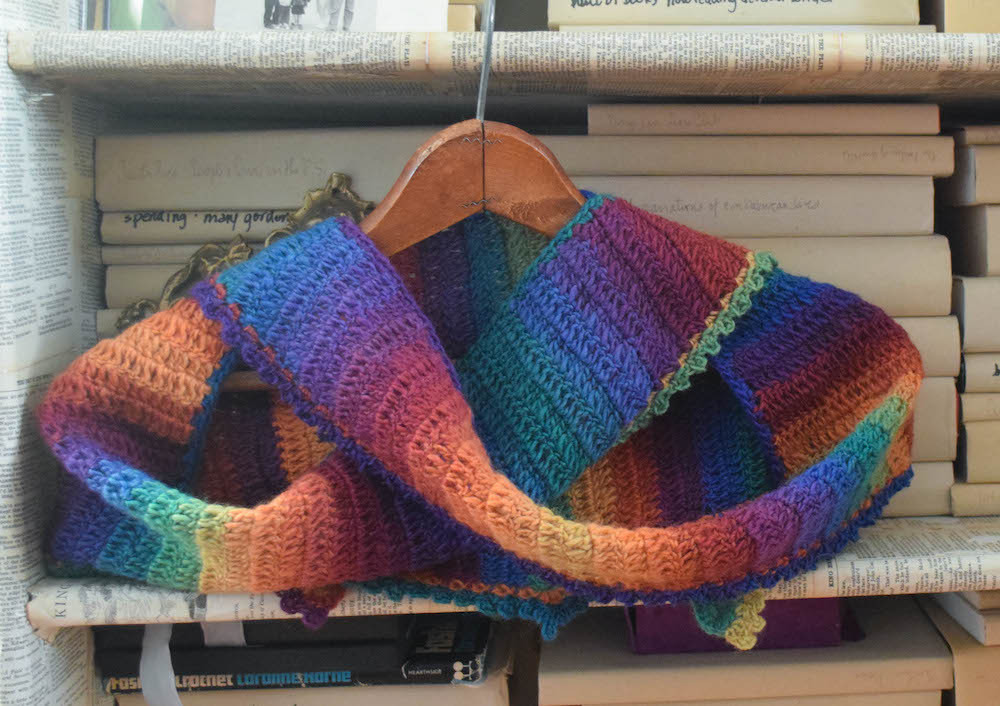Free pattern Rainbow After the Storm Shawlette Make it