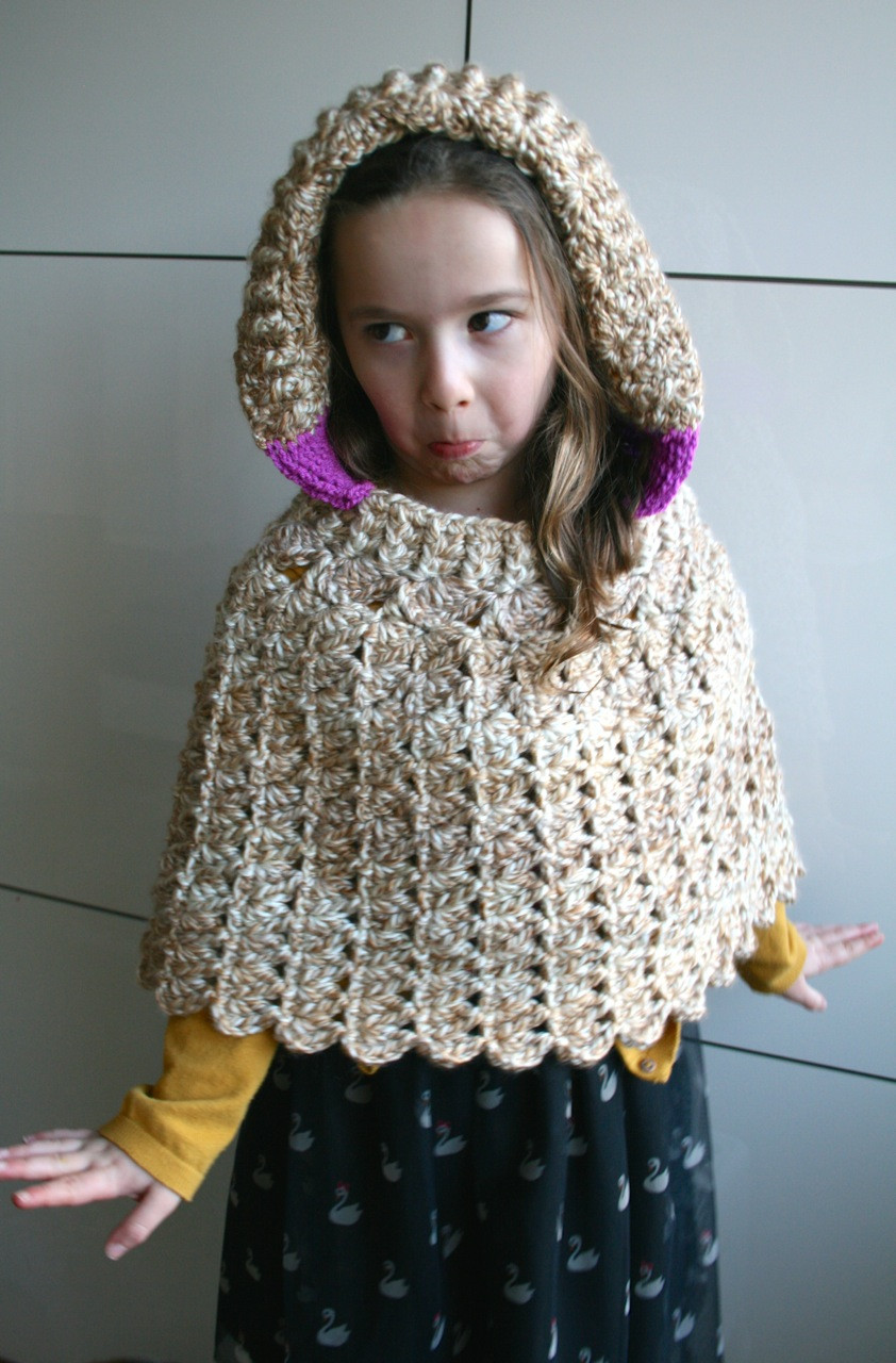 Lacy hooded poncho crochet pattern Luz Patterns