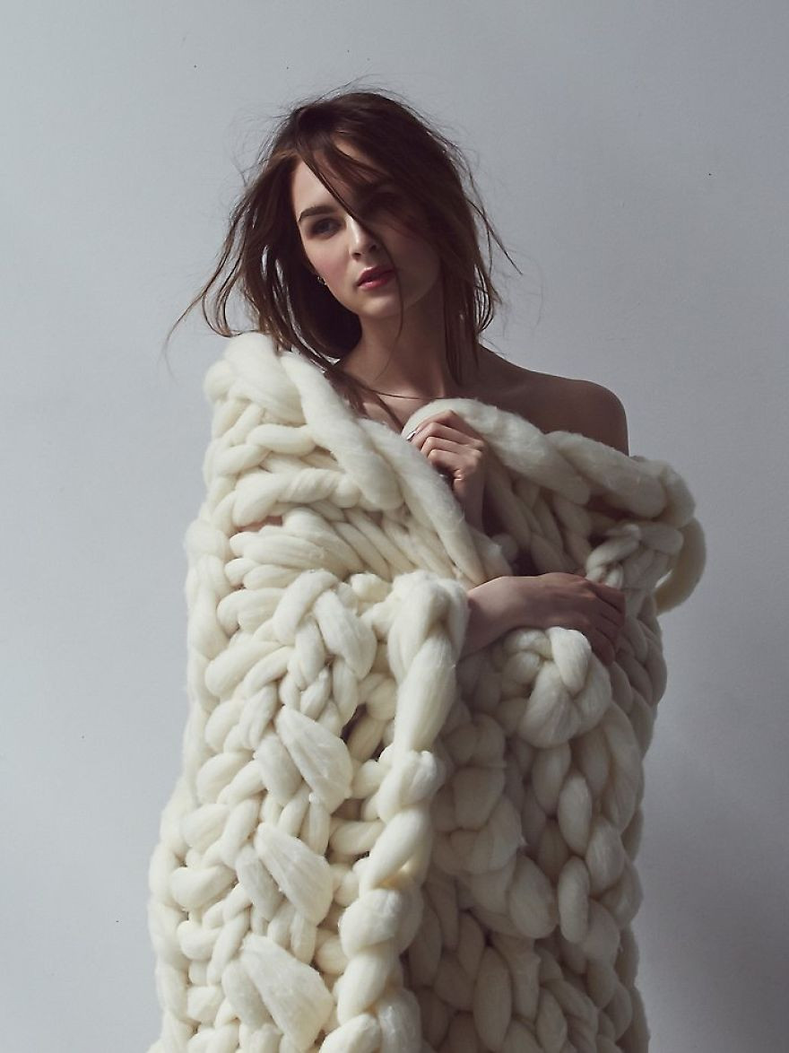 Inspirational No I'm Not Thumbelina I Just Knit with Giant Needles and Huge Yarn Blanket Of Gorgeous 49 Ideas Huge Yarn Blanket