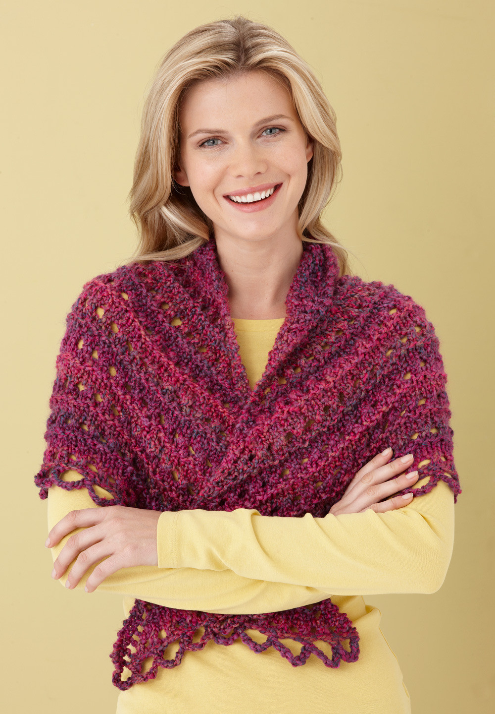 Splendid Triangle Shawl in Lion Brand Homespun L0363B