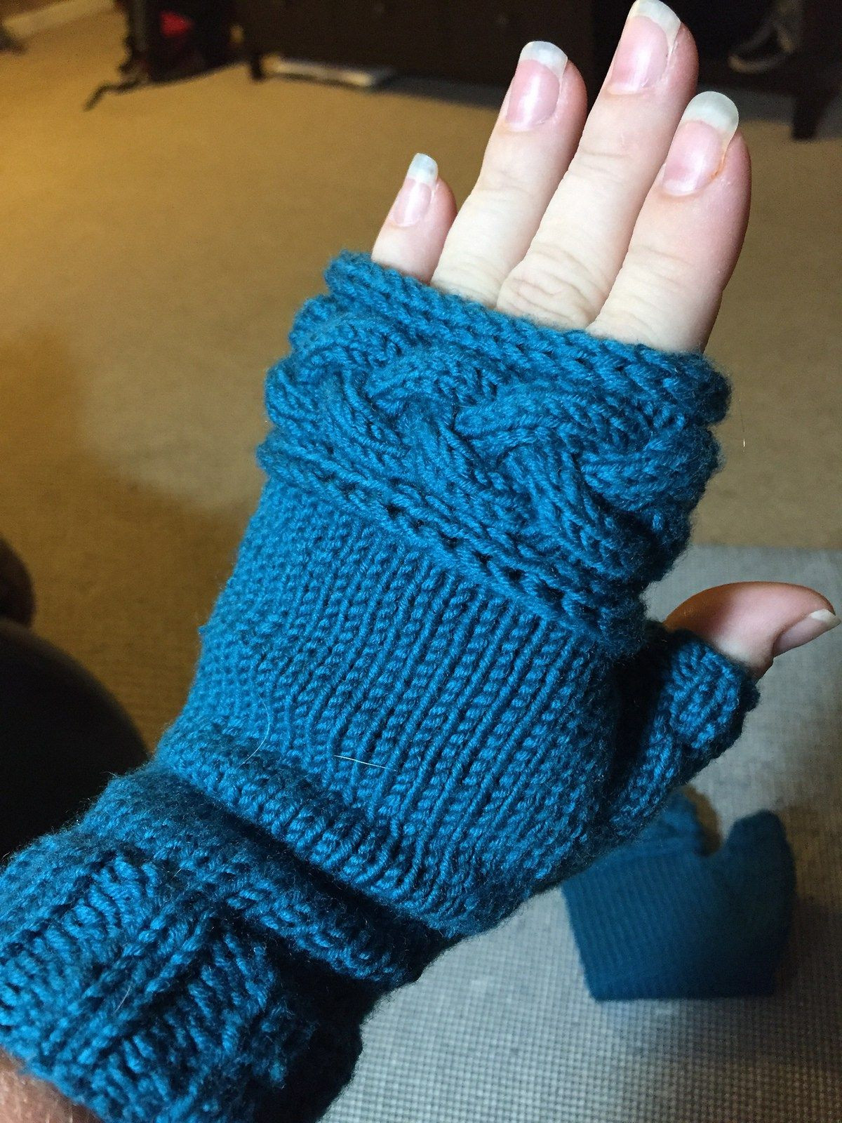 Twisty Mitts Knitting Patterns