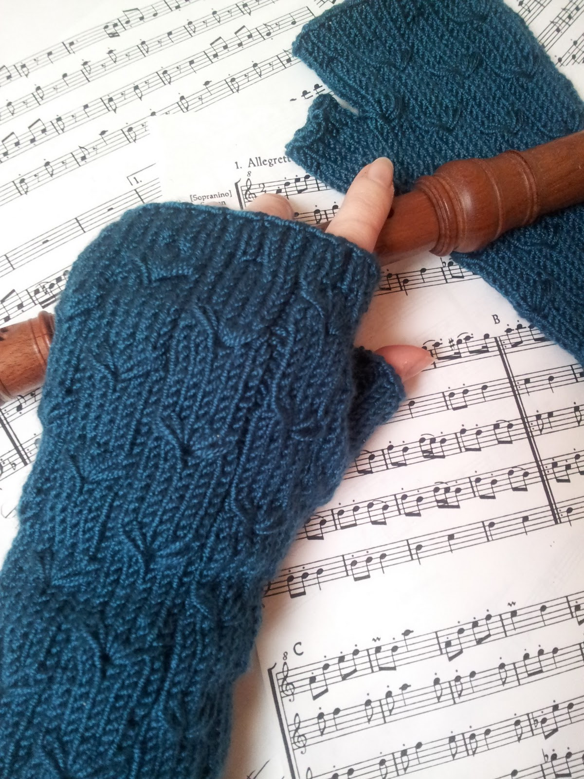 margarete fingerless gloves not yet