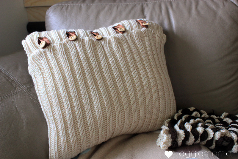Knit Pillow Inspirational Cozy Diy Knitted Pillows Keep Away Winter Blues Of Charming 46 Pics Knit Pillow