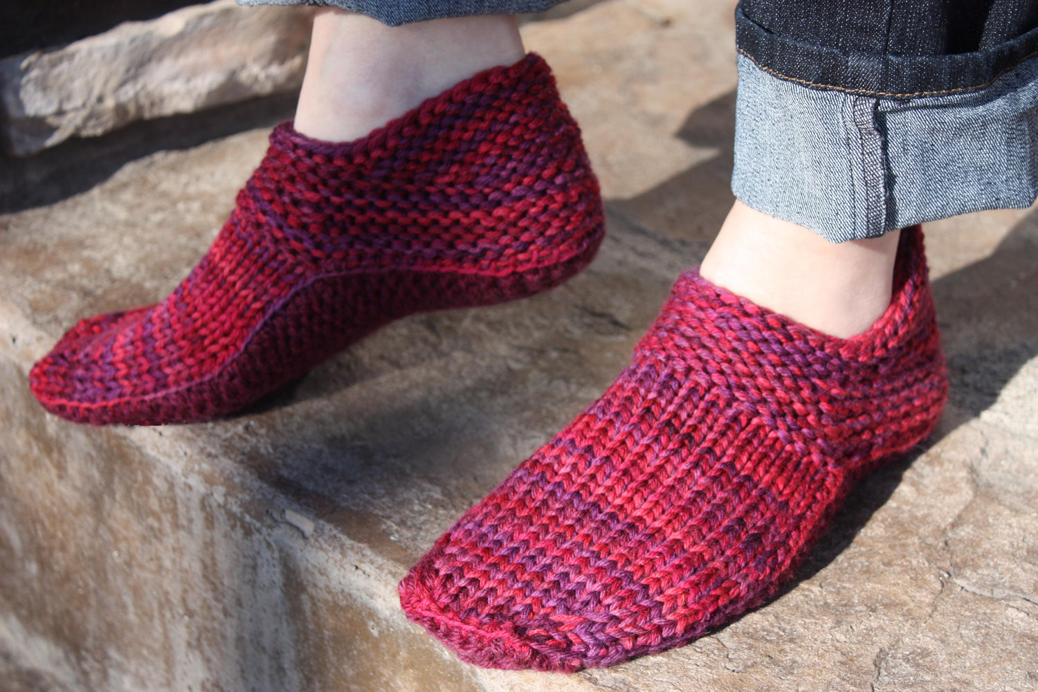 Different eye popping for knitted slippers patterns