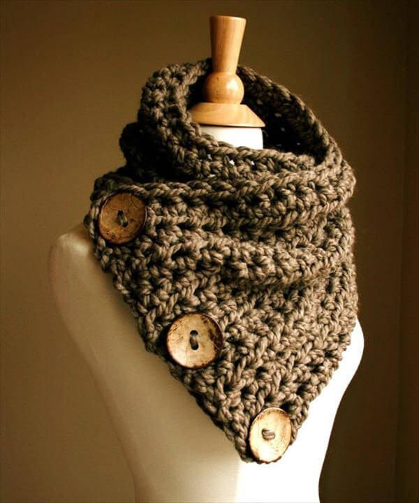 Lovely 10 Unique and Free Crochet Cowl Patterns Crochet button Scarf Of Top 47 Images Crochet button Scarf