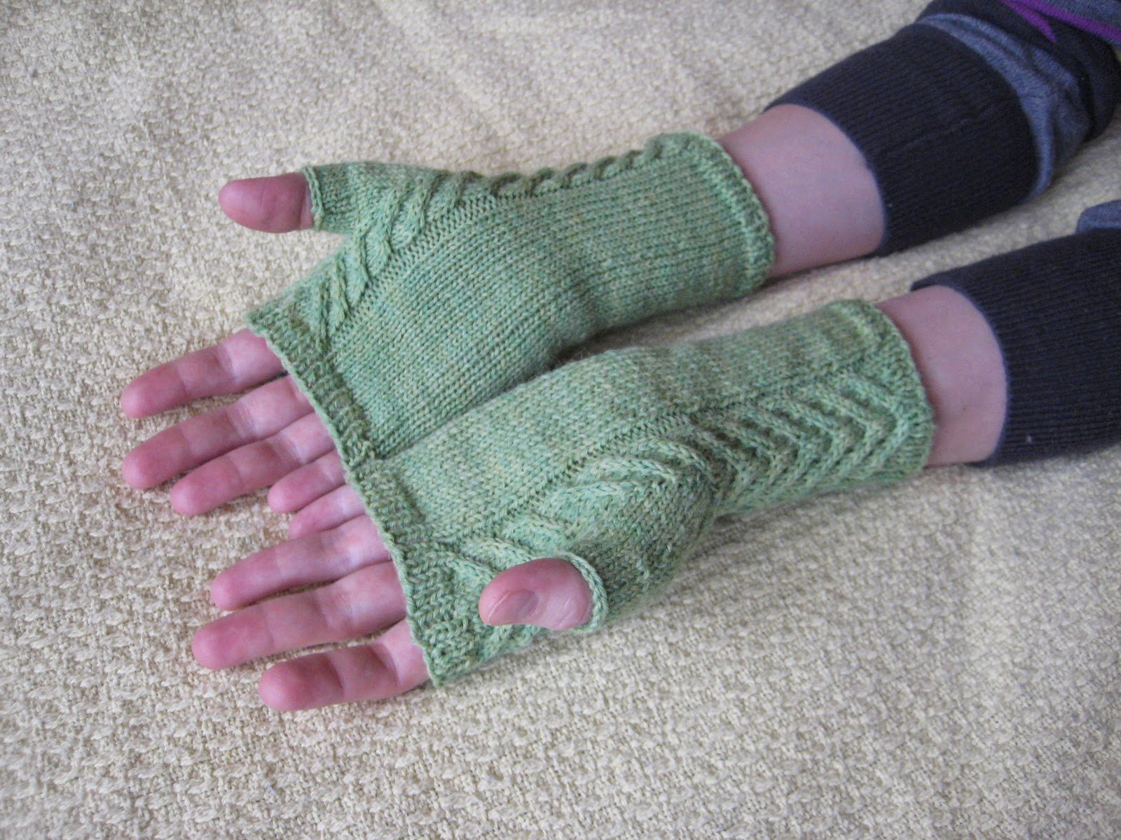 Lovely Balls to the Walls Knits Staghorn Fingerless Gloves Knitted Fingerless Mittens Of Luxury 48 Images Knitted Fingerless Mittens