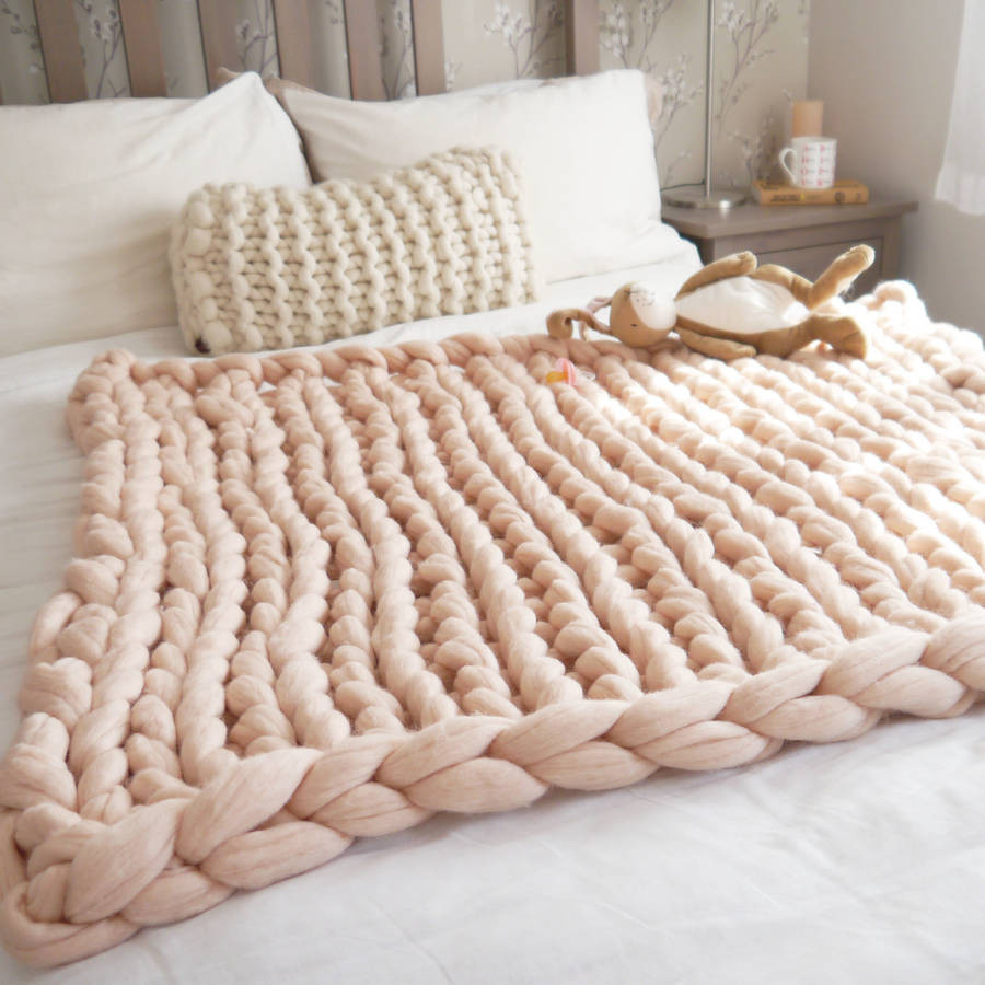 Chunky knit wool blankets for babies – yes or no