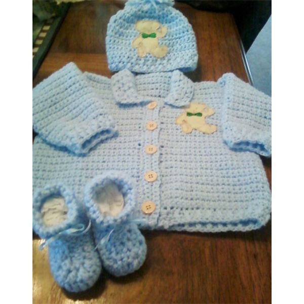 Free Crochet Pattern and Instructions For Newborn Sweater