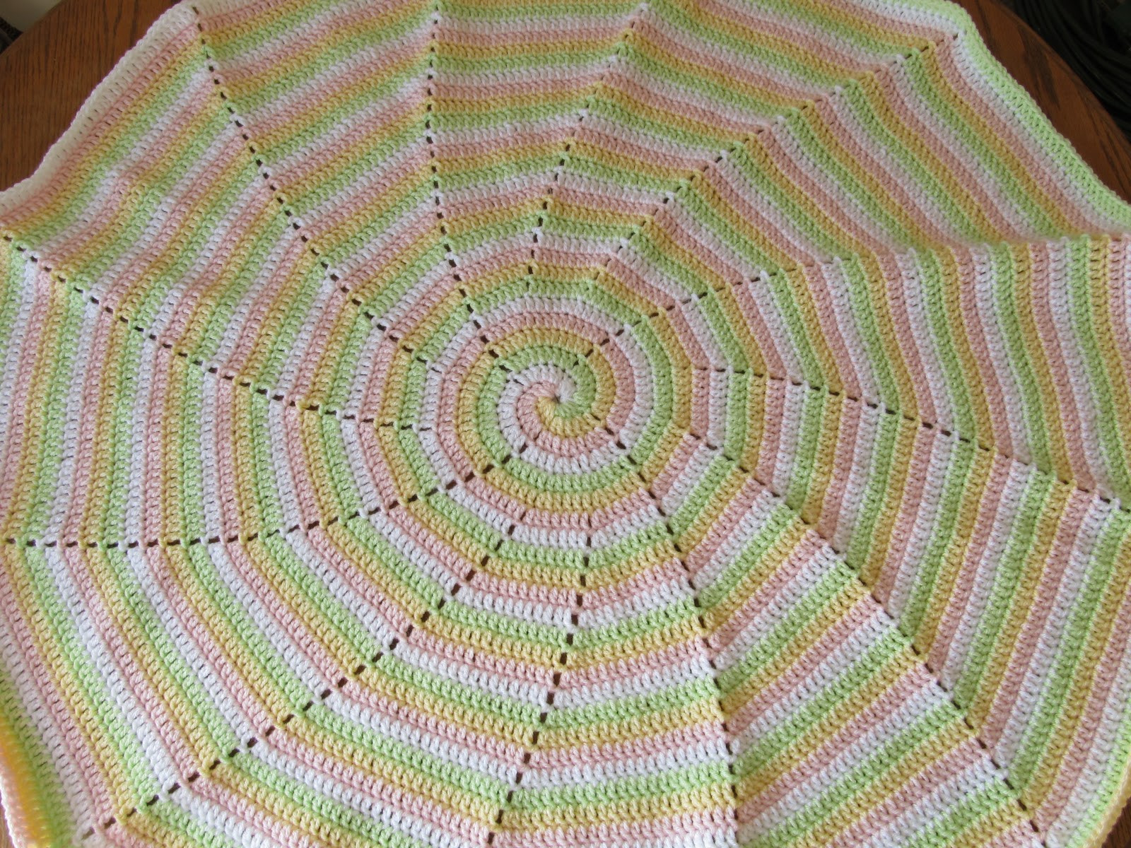Lovely Smoothfox Crochet and Knit Smoothfox S Four Color Spiral Crochet Spiral Blanket Of Amazing 49 Models Crochet Spiral Blanket