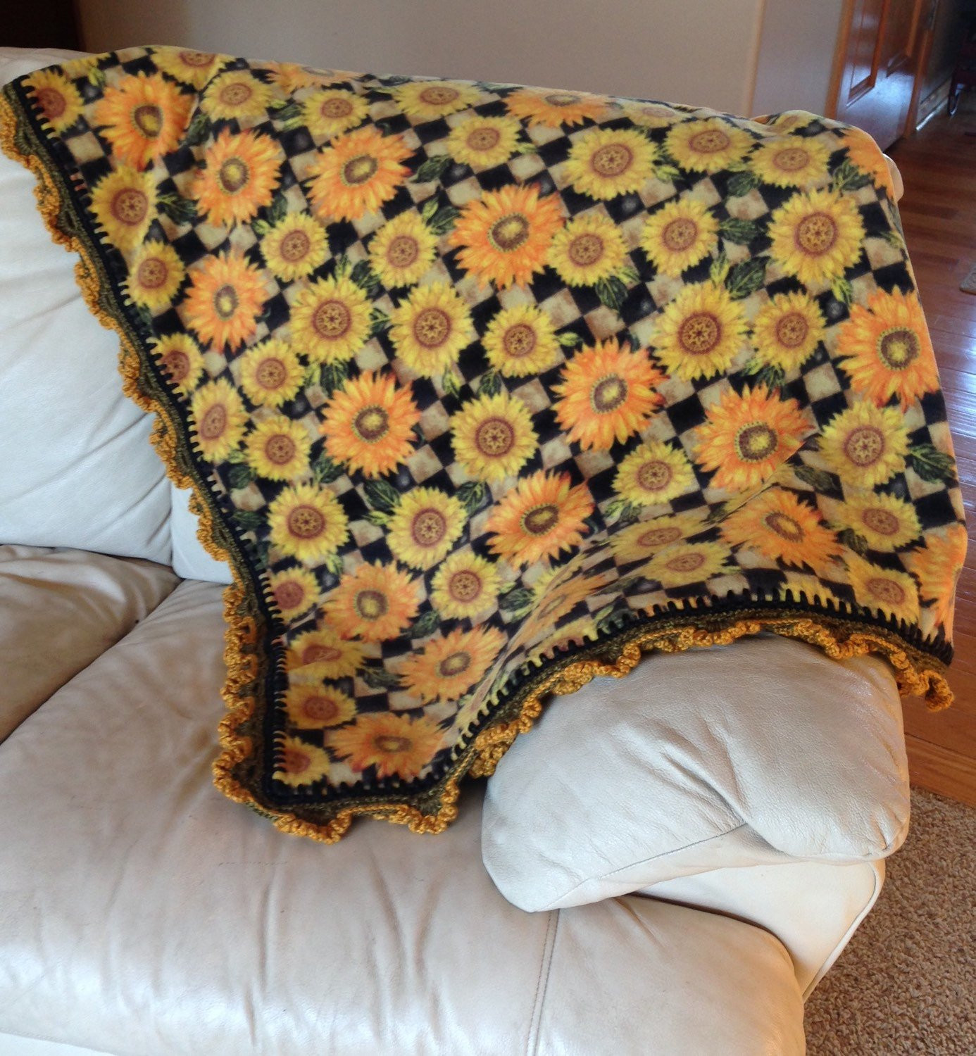Lovely Sunflower Fleece Blanket W Sunflowers Crocheted Along the Sunflower Crochet Blanket Of Elegant Hand Crocheted Sunflower Granny Square Blanket Afghan Throw Sunflower Crochet Blanket