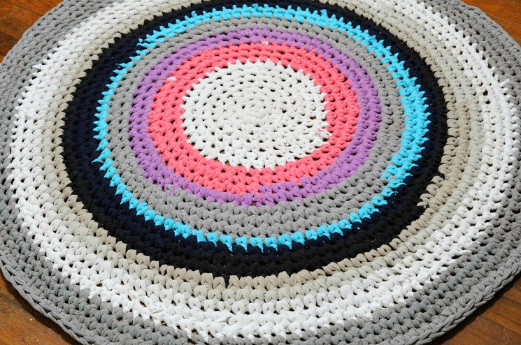 56 T Shirt Rug DIY Tutorials