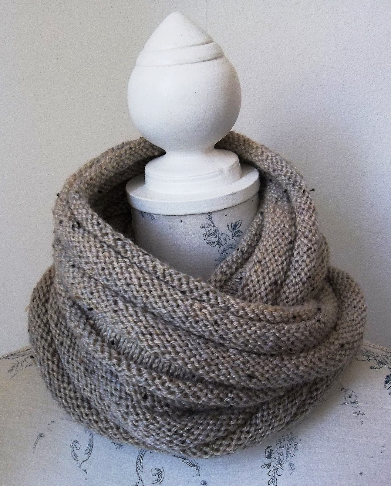 HAND KNITTING PATTERNS ARAN COWLS HATS SCARVES AND