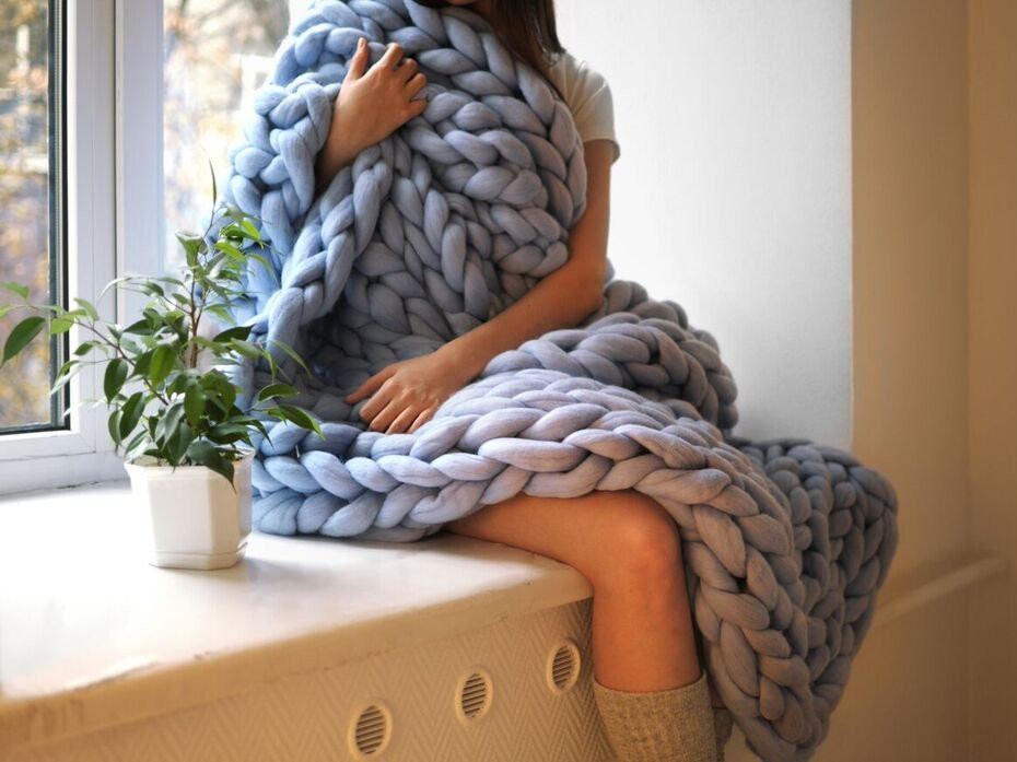 Luxury This Woman Makes Huge Blankets with Her Hands Insider Fat Yarn Blanket Of Adorable 40 Pics Fat Yarn Blanket
