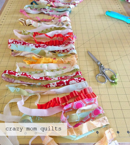 New Crazy Mom Quilts How to Crochet A Rag Rug with Fabric Yarn Crochet Rug with Fabric Strips Of Lovely Goat Feathers Crochet Rug and Purse Crochet Rug with Fabric Strips