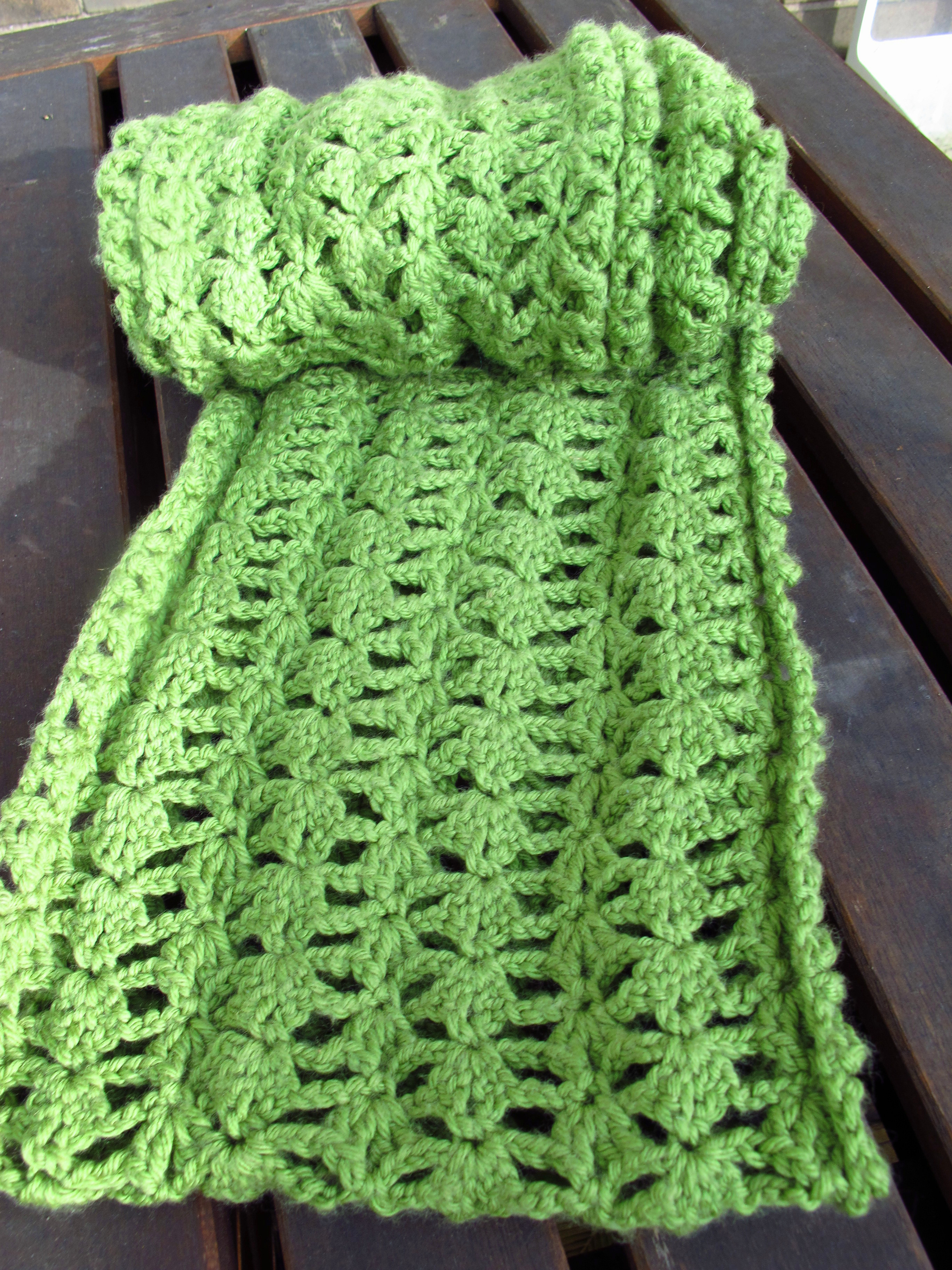 diy crocheted lacy green infinity scarf pattern