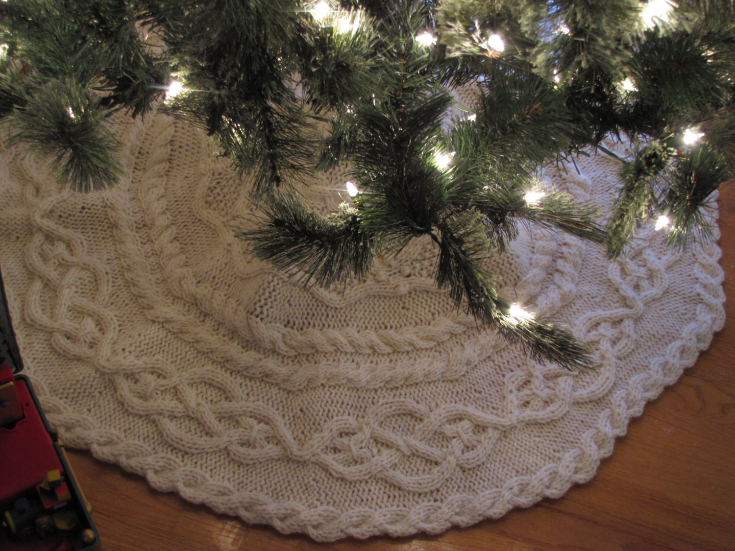New Hand Knit Cable Tree Skirt Knit Tree Skirt Pattern Of Delightful 49 Images Knit Tree Skirt Pattern