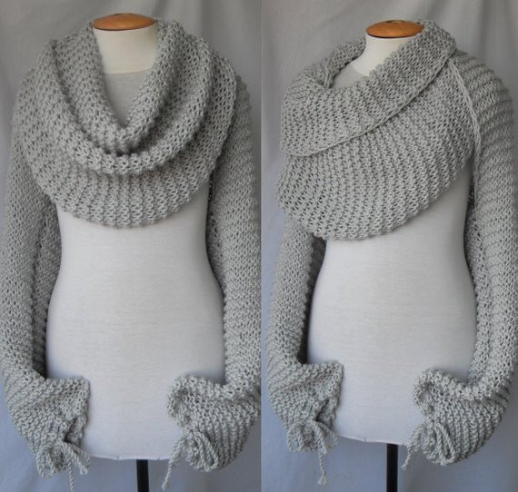 Scarf with sleeves at both ends in light grey FREE WORLDWIDE