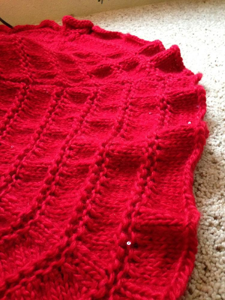 Sparkle and Glow Christmas Tree Skirt Knitting pattern by
