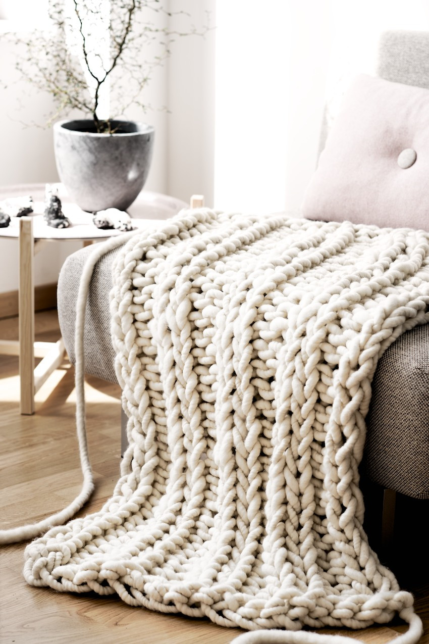 the giant oversized chunky knit throw blanket
