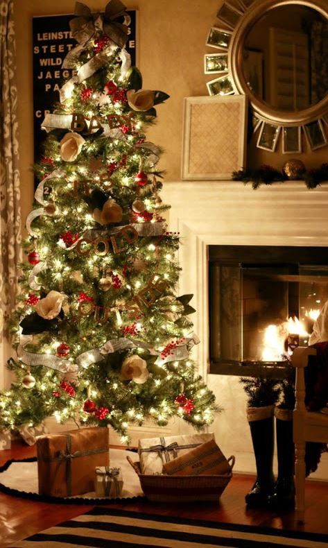 Old Fashioned Christmas Tree Lovely 40 Most Beautiful Christmas Tree Decorating Ideas Feedpuzzle Of Amazing 43 Photos Old Fashioned Christmas Tree