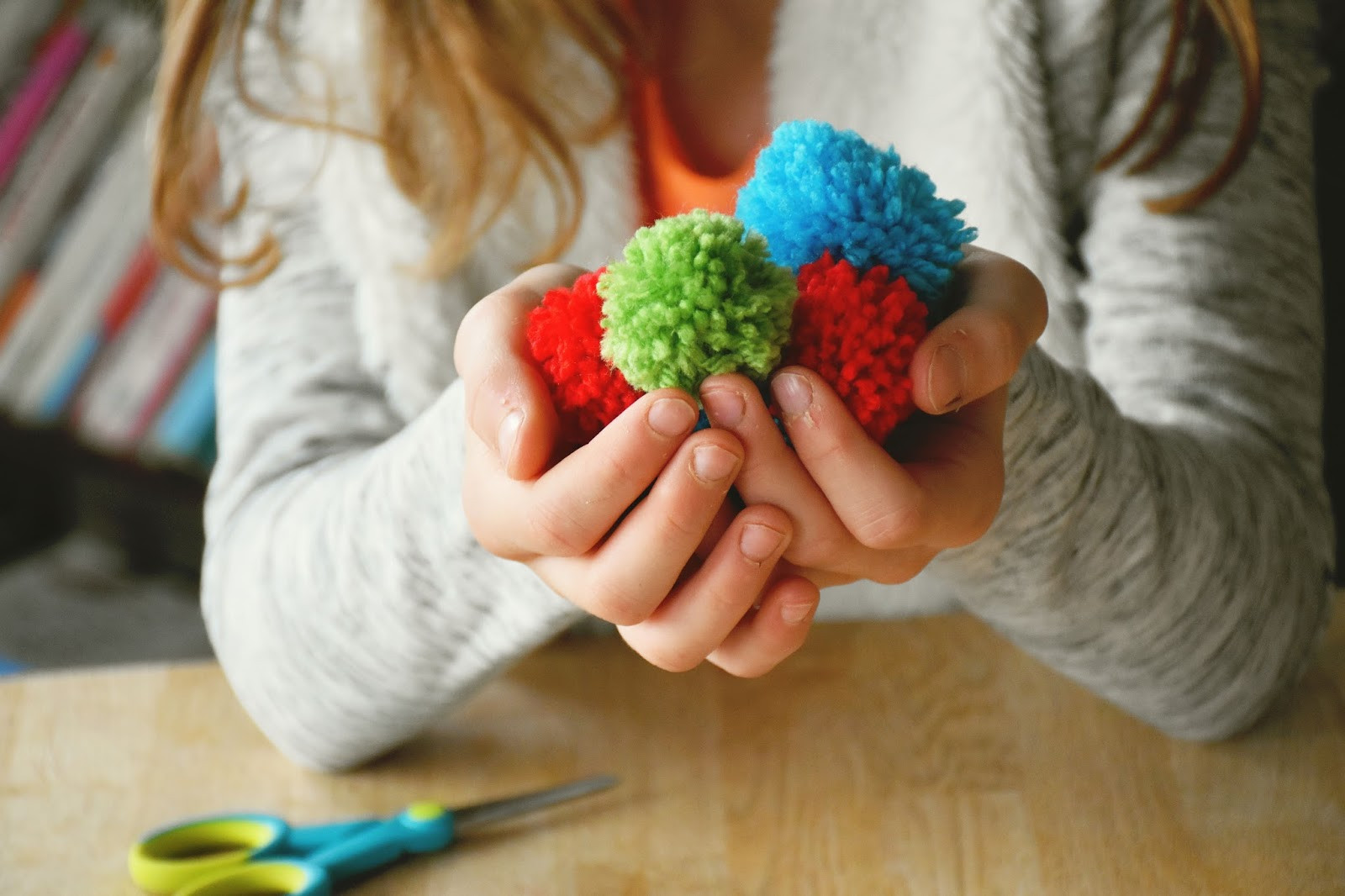 Pom Pom Maker Elegant Woman In Real Life the Art Of the Everyday How to Make A Of Beautiful 46 Images Pom Pom Maker