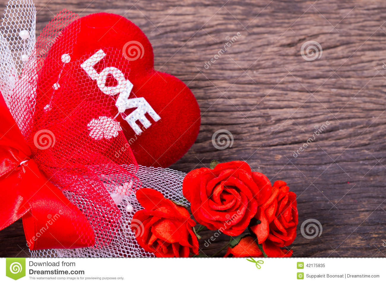 Red Heart With Love Word And Roses Stock graphy
