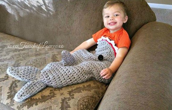Warm and fy Shark Tail Blanket Pattern