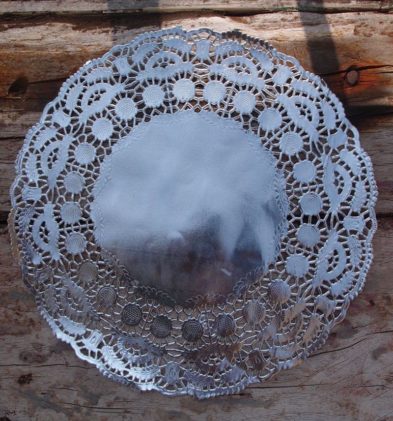 """11 5"""" Round Silver Foil Doilies 50 Pack"""
