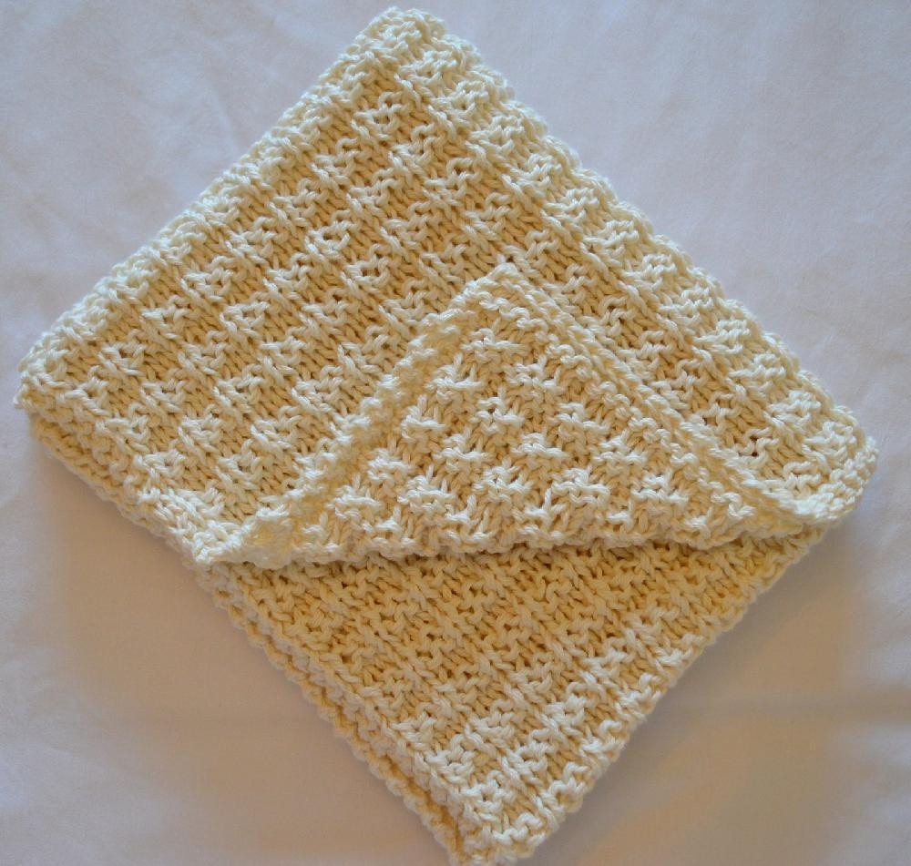 simple waffle baby blanket knitting pattern by daisy gray knits