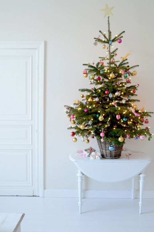Small Decorated Christmas Trees New 44 Space Saving Christmas Trees for Small Spaces Digsdigs Of Charming 48 Models Small Decorated Christmas Trees