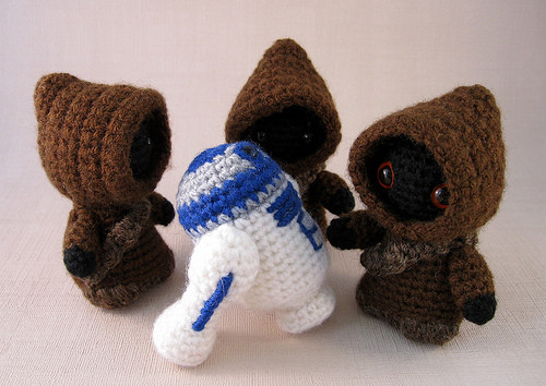 Geek Art Gallery Crafts Crocheted Jawa and R2 D2