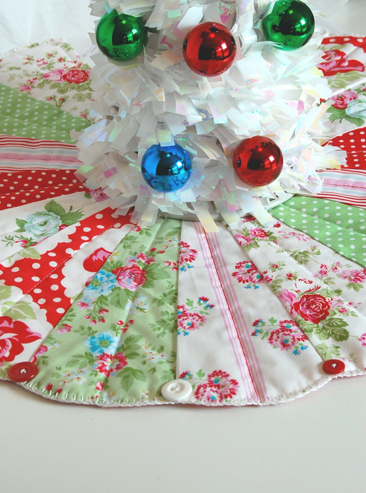 Tree Skirt Pattern Inspirational Make Christmas Merry — Free Mini Tree Skirt Pattern Of Tree Skirt Pattern Elegant Christmas Goose Tree Skirt & Card Holder