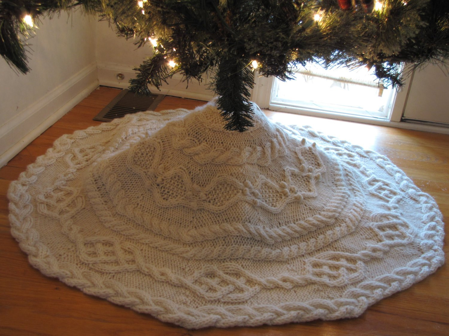 Tree Skirt Pattern Lovely Cable Tree Skirt Knitting Pattern Of Tree Skirt Pattern Elegant Christmas Goose Tree Skirt & Card Holder