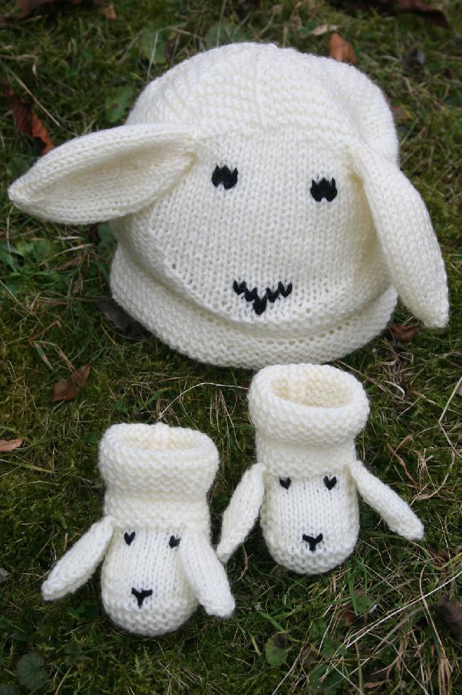 Snugly Sheep Baby Hat and Booties Knitting pattern by