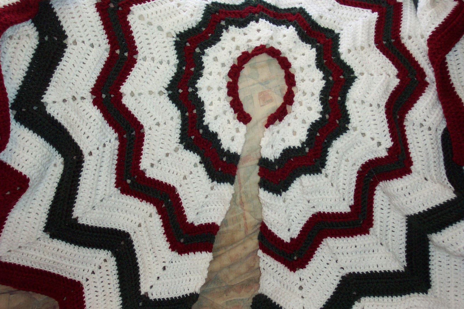 Unique Victorian Crochet Christmas Tree Skirt Pattern – Easy Free Tree Skirt Patterns Of Brilliant 44 Pics Free Tree Skirt Patterns