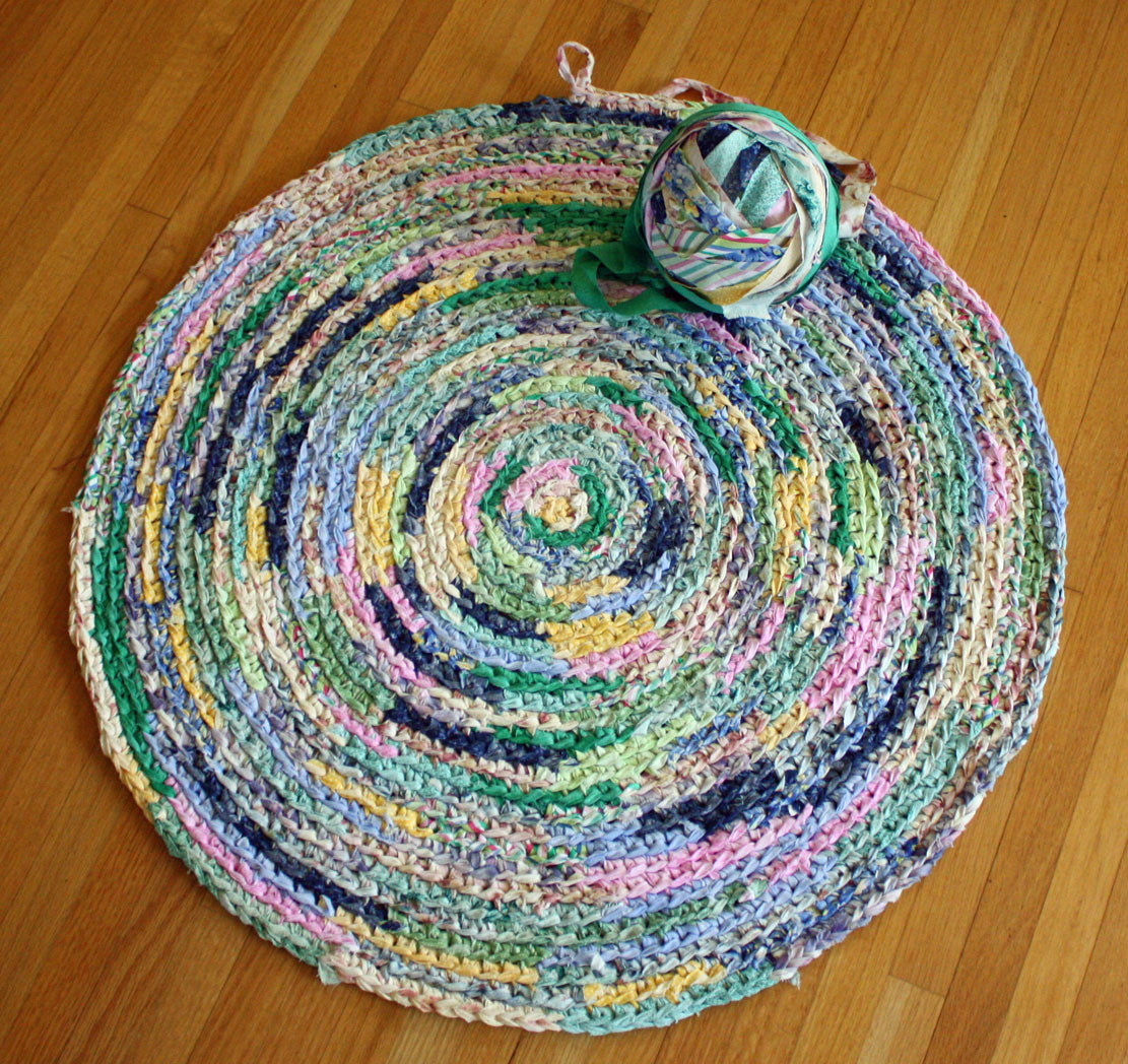 Unique Wild Rose Vintage Crochet Rug Using Bias Fabric Strips Crochet Rug with Fabric Strips Of Lovely Goat Feathers Crochet Rug and Purse Crochet Rug with Fabric Strips