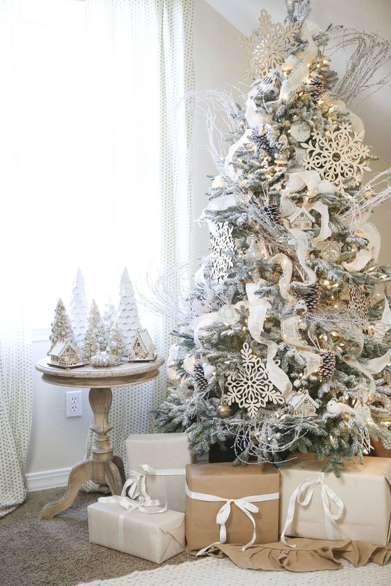White Christmas ornaments Best Of 33 Chic White Christmas Tree Decor Ideas Digsdigs Of Attractive 44 Images White Christmas ornaments