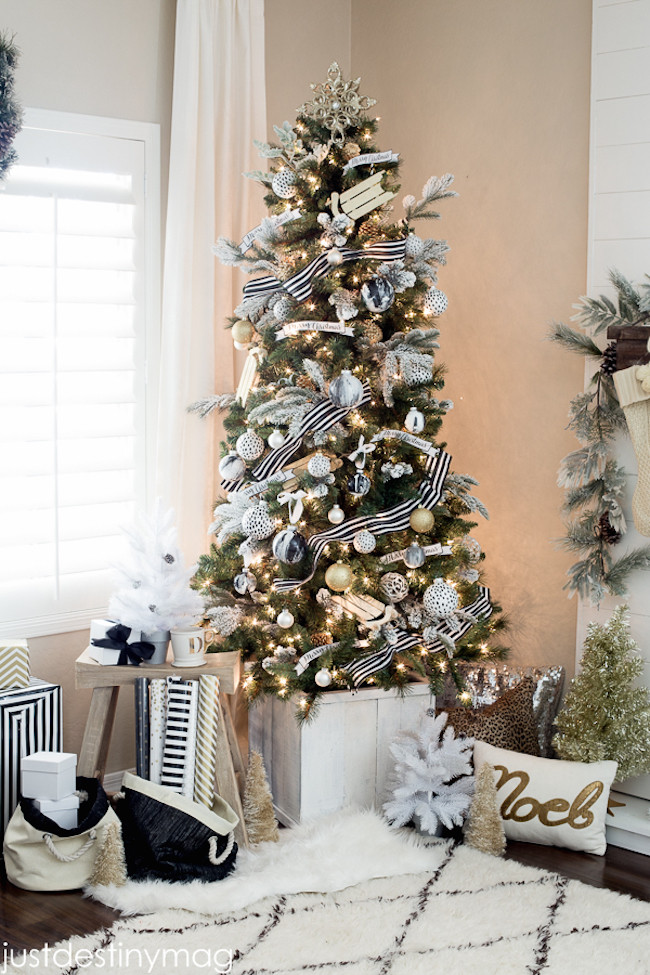 White Christmas Tree Balls Inspirational 20 Chic Holiday Decorating Ideas with A Black Gold and Of Awesome 48 Models White Christmas Tree Balls