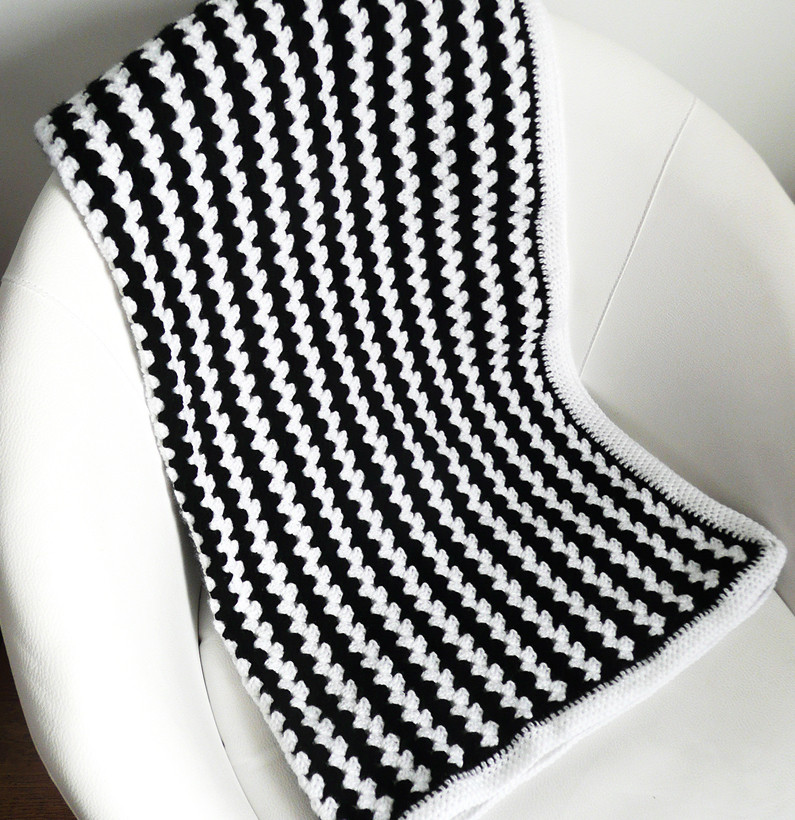 Black and white crochet baby blanket by bedtimeblues on